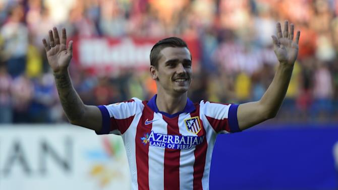 France international and new Atletico de Madrid forward Antoine Griezmann waves to fans during his presentation at the Vicente Calderon stadium in Madrid on July 31, 2014