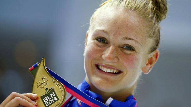 First placed Barrow of Britain poses with her gold medal after the women's 10 m platform fnal at the European Swimming Championships in Berlin