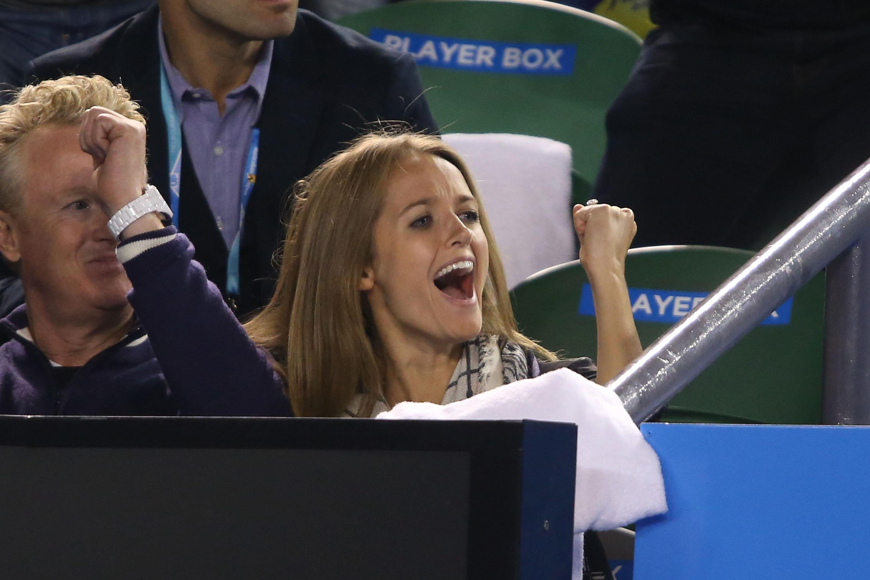 Andy Murray wins his semifinal match, but fiancee Kim Sears steals the show