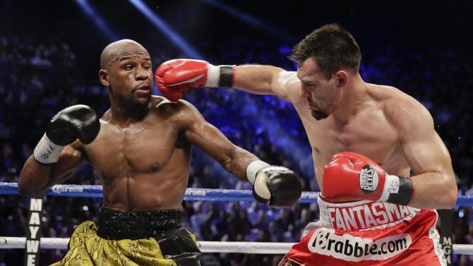 Robert Guerrero, right, throws a jab against Floyd Mayweather Jr. in the third round during a WBC welterweight title fight, Saturday, May 4, 2013, in Las Vegas. (AP Photo/Isaac Brekken)