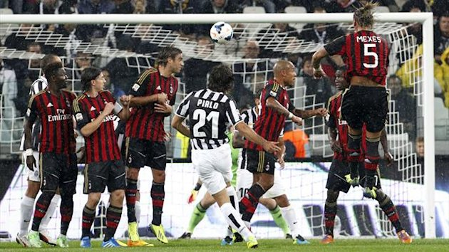 Juventus' Andrea Pirlo scores a free kick against AC Milan during their Italian Serie A match at the Juventus stadium in Turin October 6, 2013. (Reuters)
