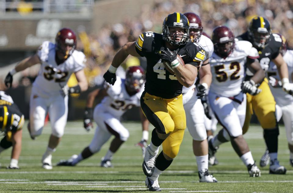 Iowa fullback Mark Weisman runs for a 34-yard touchdown run during the first half of an NCAA college football game against Central Michigan, Saturday, Sept. 22, 2012, in Iowa City, Iowa. (AP Photo/Charlie Neibergall)