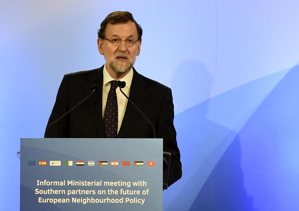 Rajoy warns Spaniards against lure of Greek-style policies