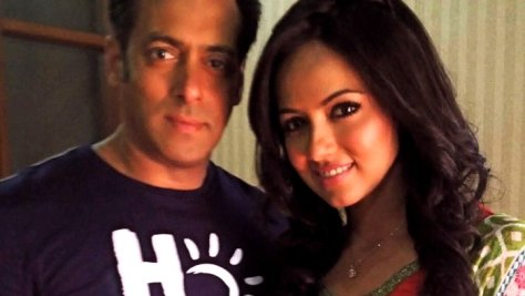 Salman defends his Mental co-star Sana