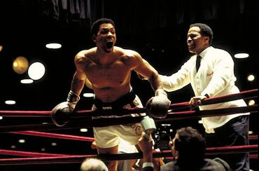 Will Smith as Cassius Clay with Bundini Brown ( Jamie Foxx ) in Columbia's Ali