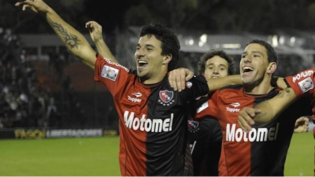 South American Football - Lanus defeat hands Newell's Old Boys Argentine title