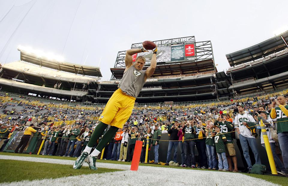Green Bay Packers' Clay Matthews warms up before an NFL football game against the Chicago Bears Thursday, Sept. 13, 2012, in Green Bay, Wis. (AP Photo/Jeffrey Phelps)