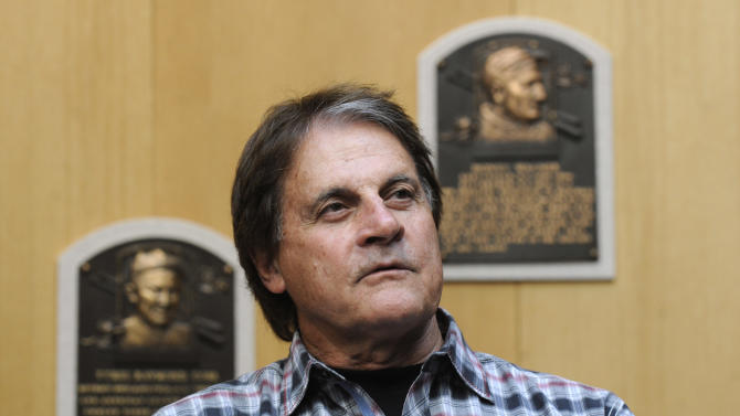 Arizona hires La Russa to run baseball operations