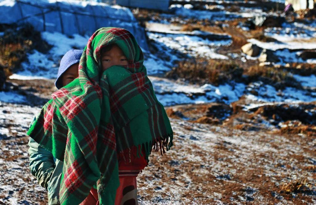 Nepal quake survivors fight freezing temperatures