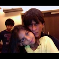 Shah Rukh Khan Teaches Poetry To Daughter Suhana