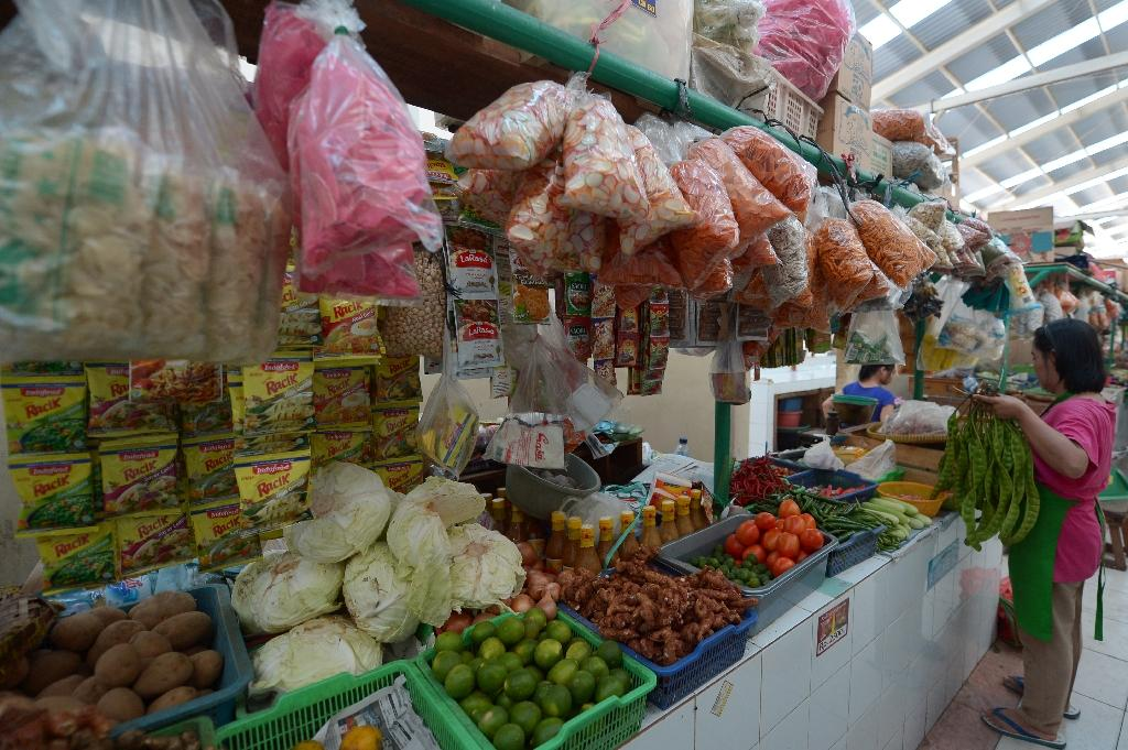 Indonesian inflation slows on lower fuel, food costs