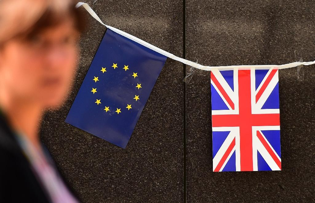 Most Brits want to stay in EU: poll