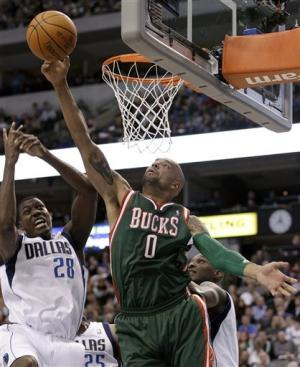 Mavericks win 4th in a row, 102-76 over Bucks