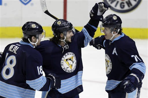 Malkin stays hot as Penguins rip Jets 8-5
