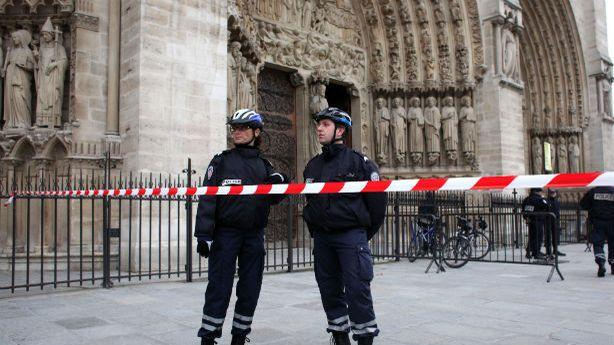 Right-Wing Activist Commits Suicide Inside Notre Dame Cathedral