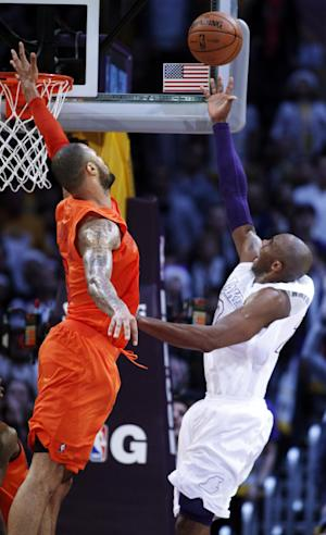 Los Angeles Lakers guard Kobe Bryant, right, shoots against New York Knicks center Tyson Chandler, left, during the second half of their NBA basketball game in Los Angeles, Tuesday, Dec. 25, 2012. The Lakers won 100-94. (AP Photo/Alex Gallardo)