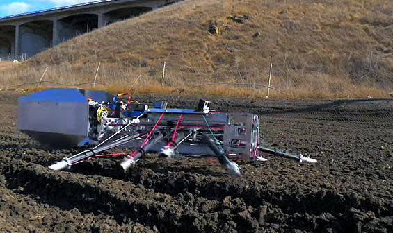 'MythBusters' hosts take giant spider robots out for a spin
