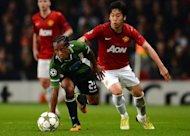 SC Braga&#39;s Brazilian midfielder Leandro Salino (L) vies with Manchester United&#39;s Japanese midfielder Shinji Kagawa (R) during the UEFA Champions League group H football match between Manchester United and Braga at Old Trafford in Manchester. Kagawa faces an anxious wait to discover the extent of the knee injury he suffered in Manchester United&#39;s 3-2 Champions League win over Braga