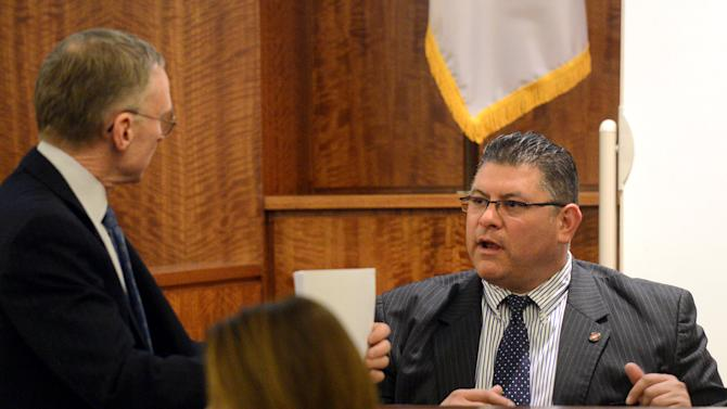 Testimony: Several Hernandez texts are missing from phone