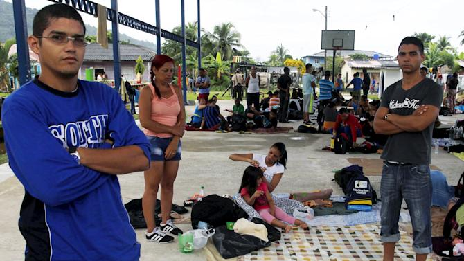 A Cuban migrant woman brushes the hair of her daughter at the basketball court use as a provisional shelter in Puerto Obaldia in the province of Guna Yala