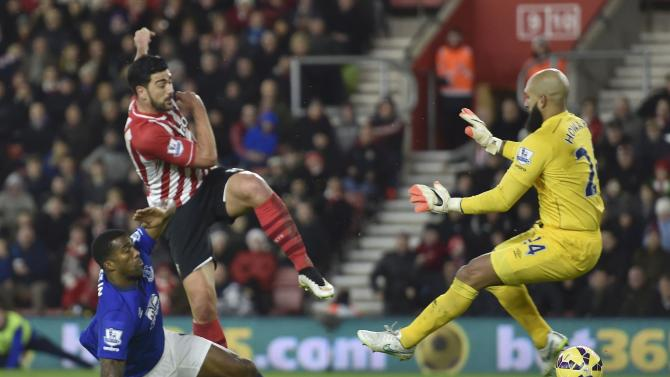 Southampton's Graziano Pelle scores a goal past Everton's goalkeeper Tim Howard during their English Premier League soccer match at St Mary's Stadium in Southampton