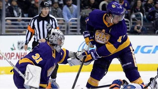 NHL - Kings thrash Islanders, Bruins beat Penguins