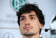 German central defender Mats Hummels has extended his contract with German domestic double winners Borussia Dortmund for another three years until June 2017, the club announced