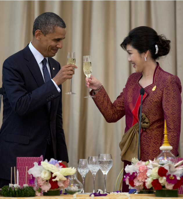 U.S. President Barack Obama, left, and Thai Prime Minister Yingluck Shinawatra toast during an official dinner at Government House in Bangkok, Thailand, Sunday, Nov. 18, 2012. (AP Photo/Carolyn Kaster
