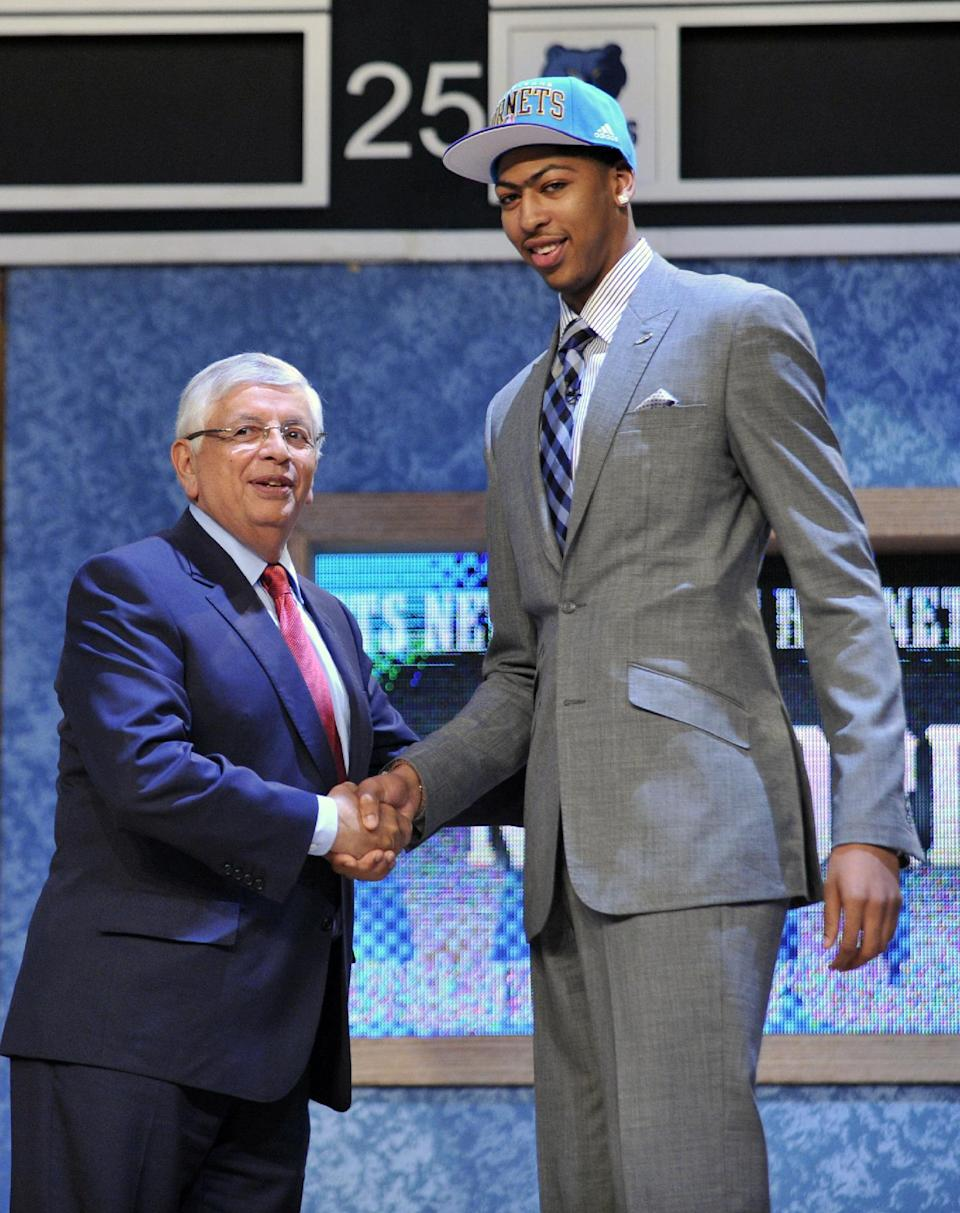 NBA Commissioner David Stern, left, poses with the No. 1 overall draft pick Anthony Davis, of Kentucky, who was selected by the New Orleans Hornets in the NBA basketball draft, Thursday, June, 28, 2012, in Newark, N.J. (AP Photo/Mel Evans)