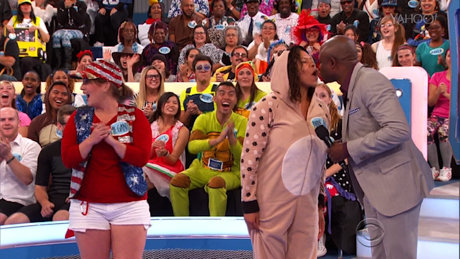 Wayne Brady Kisses a Contestant on 'This Week In Game Shows'