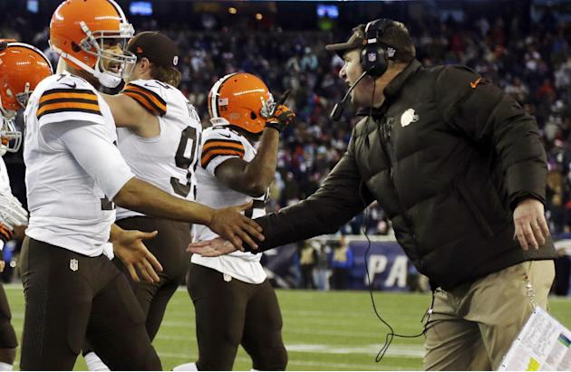 Cleveland Browns head coach Rob Chudzinski, right, congratulates  quarterback Jason Campbell after his touchdown pass to Jordan Cameron in the fourth quarter of an NFL football game against the New En
