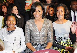 Sasha Obama Hosts 11th Birthday Party at Red Robin!