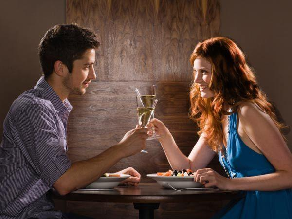 Image courtesy : iDiva.comPaying for your dinner: Men love women who can take care of themselves and are independent.  Paying for your own dinner when out with your man shows that you don't need him t
