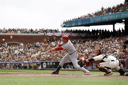 Beltran drives in 3 runs as Cards beat Giants