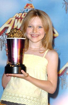 """Best Frightened Performance"" winner Dakota Fanning MTV Movie Awards 2005 - Backstage Los Angeles, CA - 6/4/05"