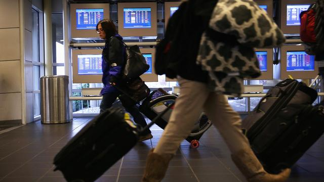 MoneyWatch: Record holiday travel expected; Instagram's value skyrockets