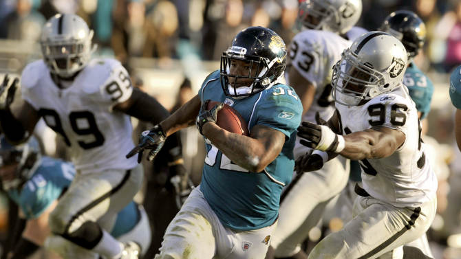 Jacksonville Jaguars running back Maurice Jones-Drew (32) scores on a 30-yard run against the Oakland Raiders during the fourth quarter of an NFL football game, Sunday, Dec. 12, 2010, in Jacksonville, Fla. Jaguars beat the Raiders 38-30. (AP Photo/Stephen Morton)