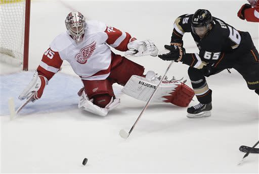 Teemu pushes Ducks past Detroit 3-1 in opener