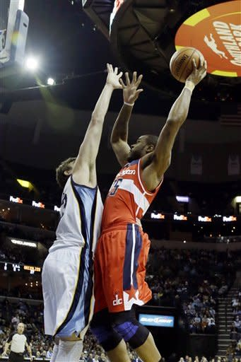Prince scores 14 in winning debut for Grizzlies