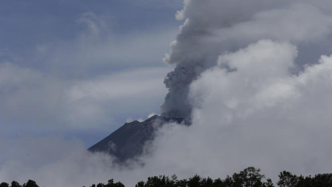 Mexico volcano spits 2 mile-high ash cloud