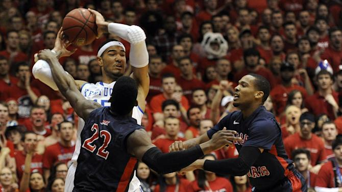 Kentucky forward Willie Cauley-Stein (15) looks to pass as Robert Morris forward Lucky Jones (22) and Mike McFadden defend during the first half of an NIT college basketball game on Tuesday, March 19, 2013, in Coraopolis, Pa. (AP Photo/Don Wright)