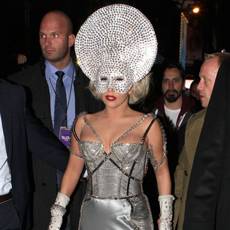 Lady Gaga 'wants stars aligned for tour'