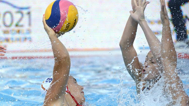 Spain's Andrea Blas Martinez, left, scores against the Netherlands during the women's final of European Water Polo Championships in Hajos Alfred Swimming Pool in Budapest, Hungary, Saturday, July 26, 2014. (AP Photo/MTI, Tamas Kovacs)