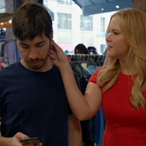 Amy Schumer & Justin Long Go Shirt Shopping