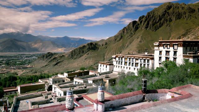China Forbids International Tourism to Tibet Indefinitely