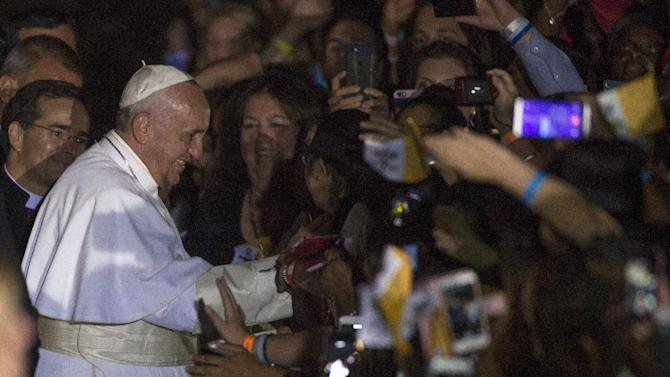 Pope Francis waded into another bitter US political debate when he urged the church to embrace new immigrants