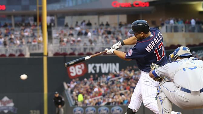 Twins lose Mauer to injury but beat Royals 10-2