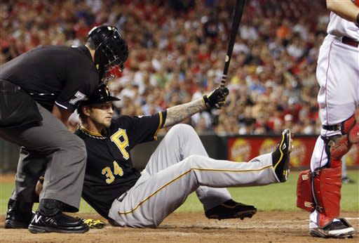 Reds squeeze out tight win for sweep of Pirates