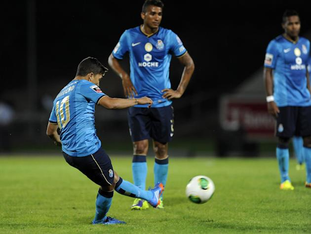 FC Porto's Juan Quintero, from Colombia, scores a free kick against Arouca during their Portuguese League soccer match at the Municipal Stadium, in Arouca, Portugal, Sunday Oct. 6, 2013. Quintero scor