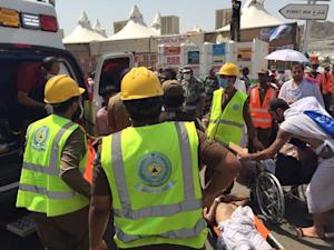Members of Saudi civil defense try to rescue pilgrims …